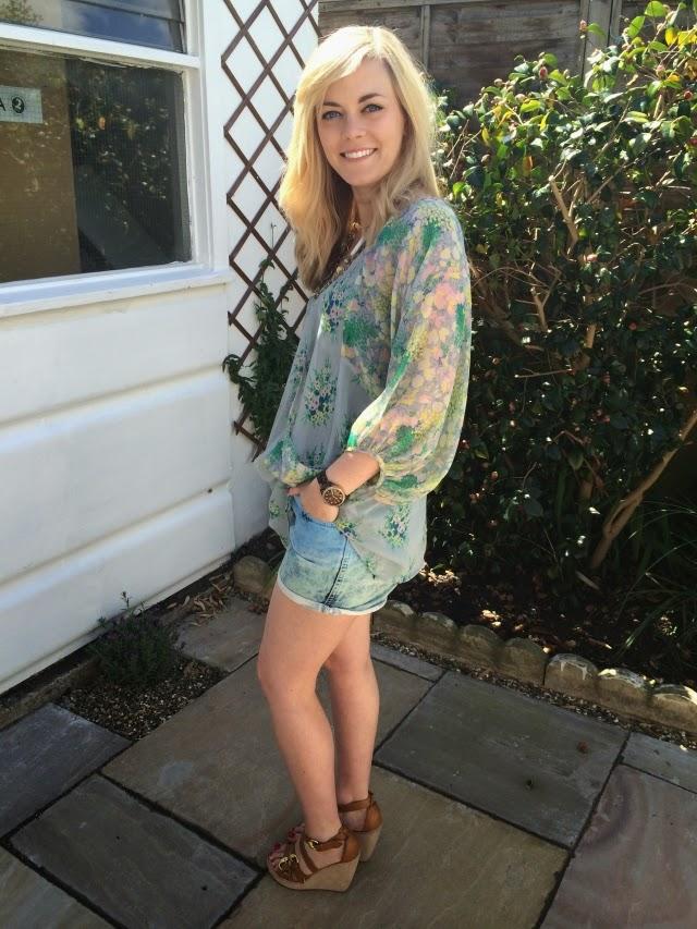 3-ways-wear-denim-shorts-floral