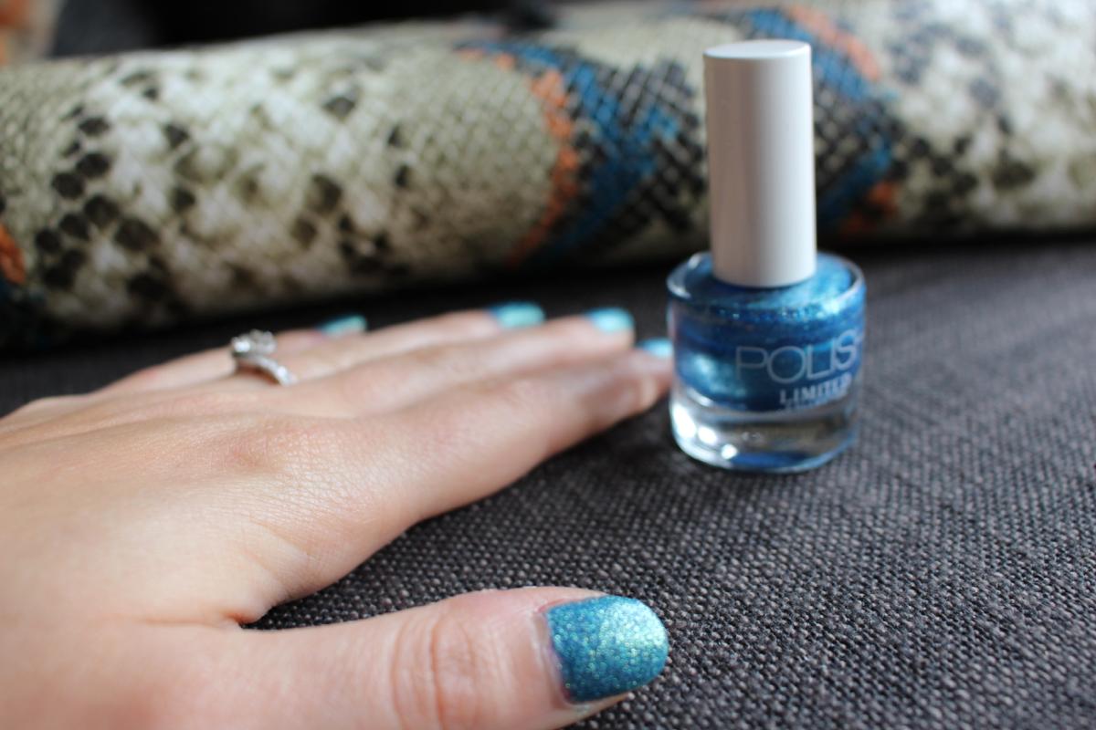 sparkly-blue-varnish