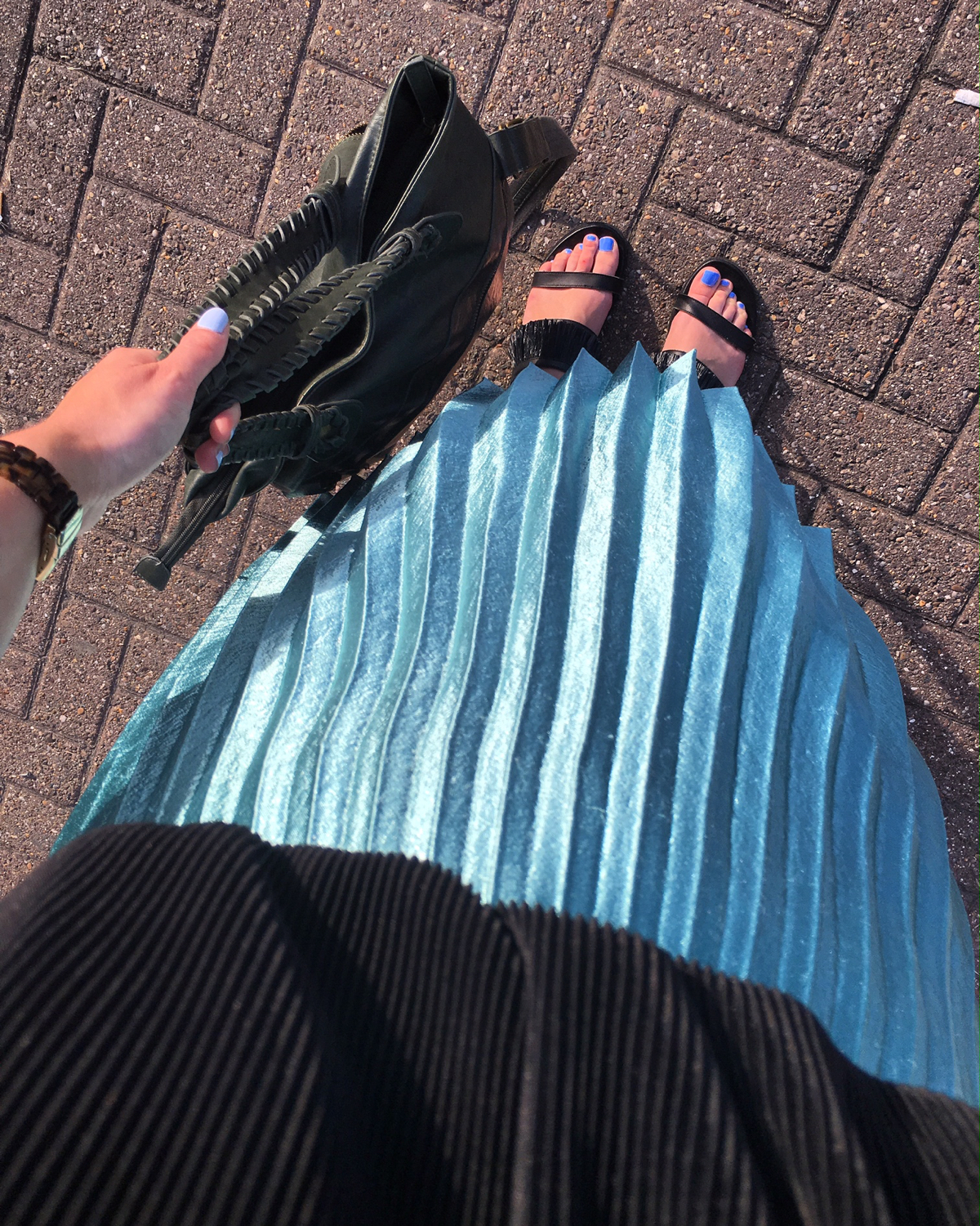 outfit-pleated-midi