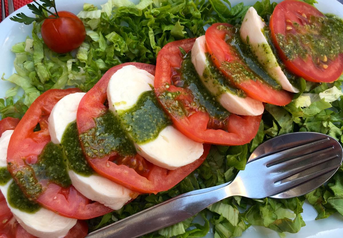 portugal-caprese-salad