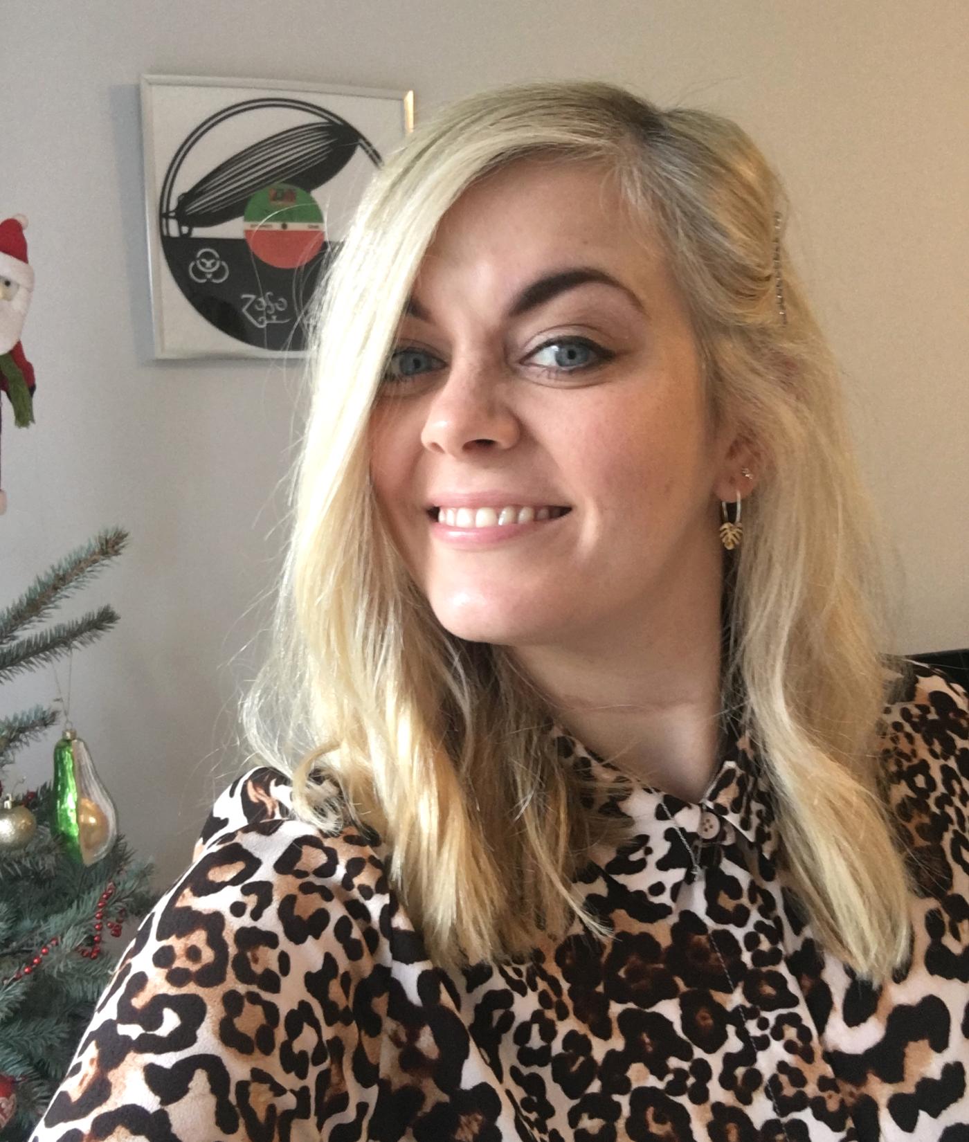 leopard dress selfie